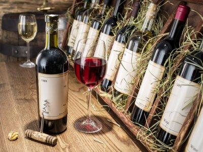 Papiers peints Verre de vin et bouteille de vin.