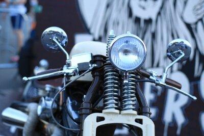 Papiers peints Vieille moto vintage avec accents chromés et un phare