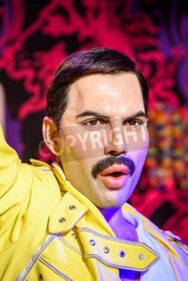 Papiers peints VIENNE, AUTRICHE - 08 AOÛT 2015: Figurine Freddie Mercury au musée de cire Madame Tussauds.