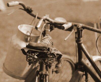 Papiers peints Vieux vélo du siècle dernier utilisé pour transporter le lait par mi