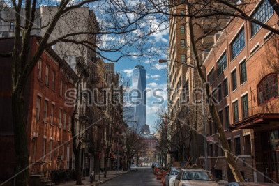 Papiers peints View of One World Trade Center from Soho in New York City on a warm winter morning