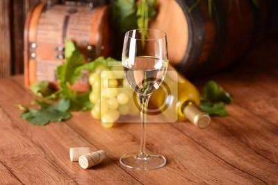 vino bianco di vetro nel calice