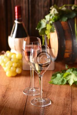 vino bianco e vino Rosato nei calici