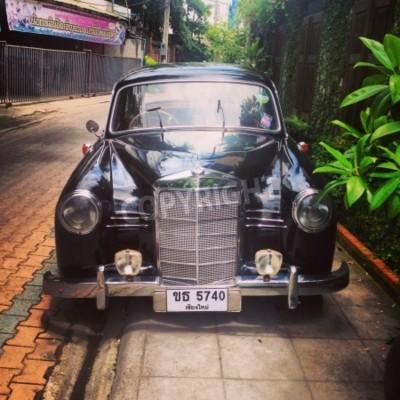 Papiers peints Vintage Mercedes Benz car parked in alley