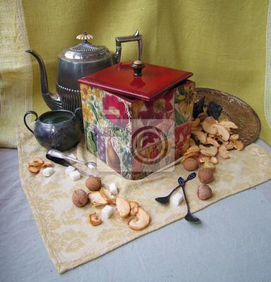 Vintage still life avec des noix et des fruits secs