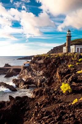 Papiers peints Volcanique paysage avec phare près de sal usine Fuencaliente sur l'île de La Palma en Espagne