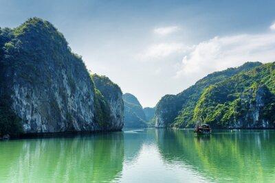 Papiers peints Vue de la lagune dans la baie d'Ha Long, la mer de Chine méridionale, le Vietnam