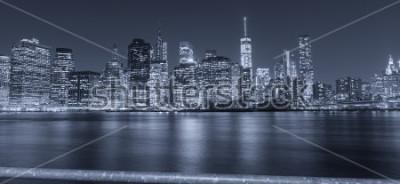 Papiers peints Vue de nuit noir et blanc de la ville de New York.