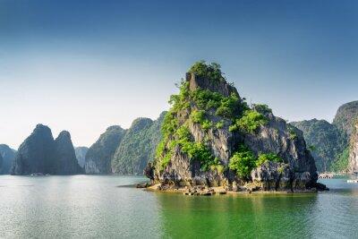 Papiers peints Vue panoramique de la baie d'Ha Long, de la mer de Chine méridionale, du Vietnam