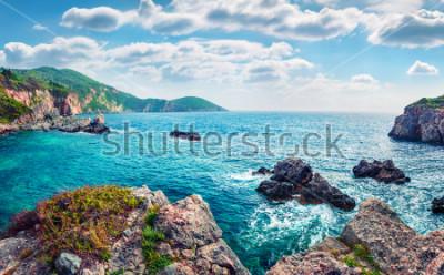 Papiers peints Vue panoramique de printemps de Limni Beach Glyko. Paysage marin fabuleux du matin de la mer ionienne. Splendide scène en plein air de l'île de Corfou, Grèce, Europe. Beauté de fond de concept de