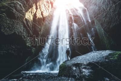Papiers peints Vue parfaite de la célèbre cascade de Gljufrabui. Lieu de chute de Seljalandsfoss, Islande, Europe. Image panoramique d'attraction touristique populaire. Concept de destination de voyage