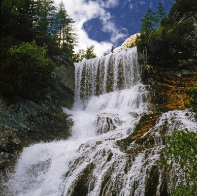 Papiers peints Watterfall 01 / Cascade de montagne dans les Dolomites - Nord de l'Italie