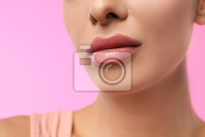 Papiers peints Woman with glossy lipstick on pink background, closeup