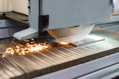 Papiers peints Work of an industrial surface grinding machine. Grinding of a flat metal part.