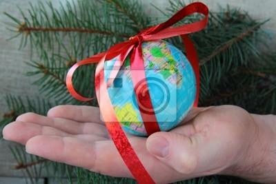 """Globe dans la main - la notion de «Je vais vous donner le monde entier"""""""