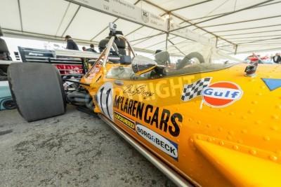 Goodwood, au Royaume-Uni - 1 Juillet, 2012: voiture de course McLaren F1 classique, à l'origine tirée par Dan Gurney, dans les stands de service au Festival of Speed événement de sport automobile te