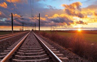 Papiers peints Orange coucher de soleil dans les nuages bas plus de chemin de fer