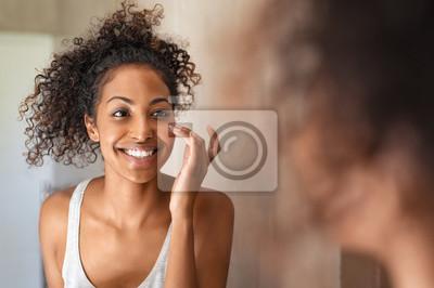 Papiers peints Young black woman applying skin cream