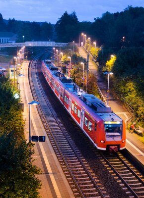Posters Abends Bahnhof Haltepunkt Bahn S-Bahn Nahverkehrszug