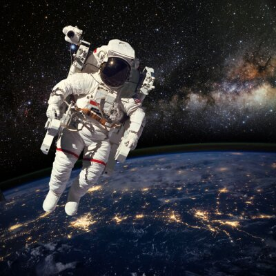 Posters Astronaute dans l'espace au-dessus de la terre pendant la nuit. Elem
