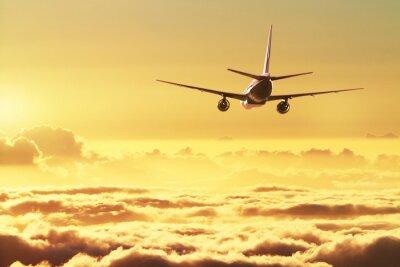 Posters Avion dans le ciel au coucher du soleil