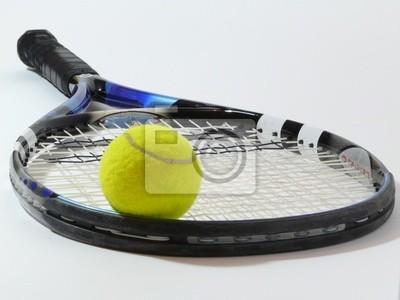 balle de ping sur juin raquette et fond blanc