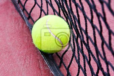 balle de tennis dans le filet