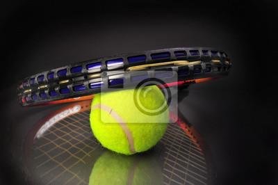 Balle de tennis et raquette.