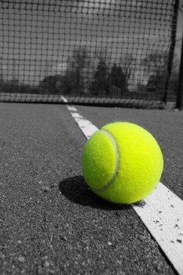 balle de tennis sur la ligne