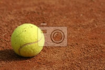 Balle de tennis sur terre battue