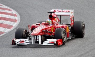 Posters Barcelone, Espagne - 18 février 2011: Fernando Alonso de l'équipe Ferrari au volant de sa voiture de F1 pendant Formula One Days équipes de test sur le circuit de Catalunya.