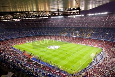 Posters BARCELONE - Septembre 13: Foule de personnes dans le stade Camp Nou avant le match de Ligue des Champions entre le FC Barcelone et le Milan AC, score final 2 - 2, le 13 Septembre 2011 à Barcelone, Esp