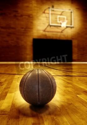 Posters Basket-ball sur plancher en bois du terrain de basket ancienne