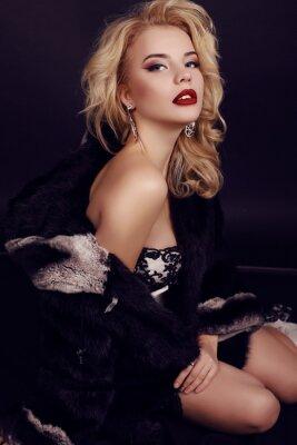 Posters Beau, femme, blond, cheveux, Porter, luxueux, robe, fourrure, bijou