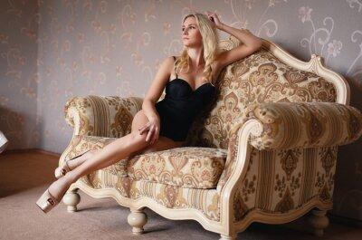 Posters Belle fille blonde dans une lingerie sexy