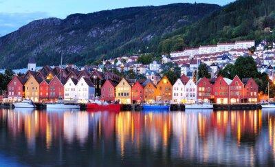 Posters Bergen vue de nuit Cityscape réflexion