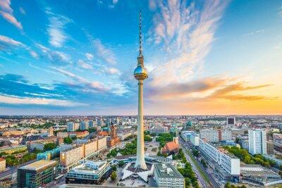 Posters Berlin skyline panorama avec la tour de télévision au coucher du soleil, Allemagne