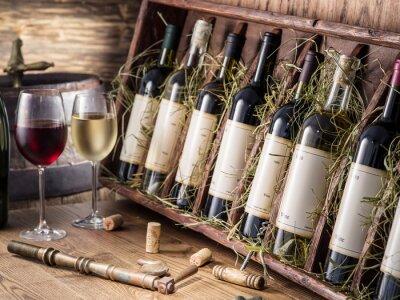Posters Bouteilles de vin sur l'étagère en bois.