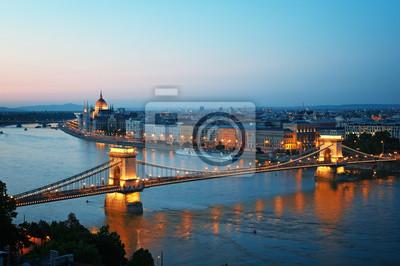 Budapest horizon dans la nuit, en Hongrie.