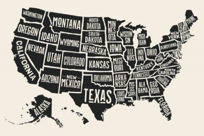 Posters Carte d'affiche des Etats-Unis d'Amérique avec des noms d'état. Carte imprimée en noir et blanc des Etats-Unis pour le t-shirt, l'affiche ou les thèmes géographiques. Hand-drawn carte noire avec les é