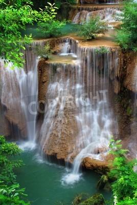 Posters cascade dans le parc national thai