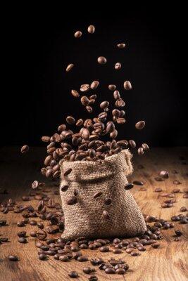Posters Cascata di chicke di caffè dans sacco di iuta