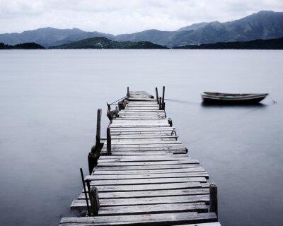 Posters chercher sur le quai et le bateau, faible saturation