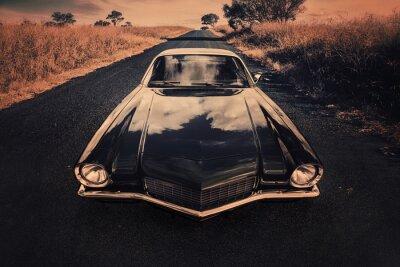 Posters classique voiture de sport sur la route de campagne