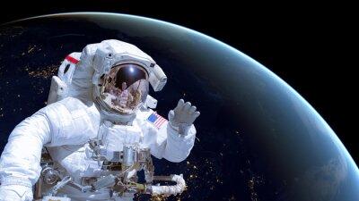 Posters Close up d'un astronaute dans l'espace, la terre par nuit en arrière-plan. Les éléments de cette image sont fournis par la NASA
