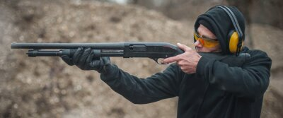 Posters Combat shotgun shooting training. Long gun, pump gun and scattergun