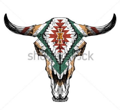 Posters Crâne de taureau / auroch avec cornes sur fond blanc. avec ornement traditionnel sur la tête