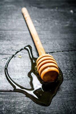 Posters Cuillère en bois de miel naturel doux.