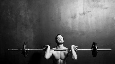 Posters Culturisme, jeune homme fort Athletic Haltérophilie, noir et blanc en studio