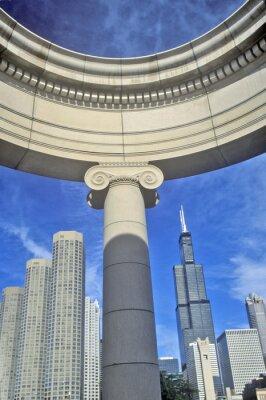 Posters Détail architectural de Chicago avec le Sears Tower en arrière-plan, Chicago, Illinois